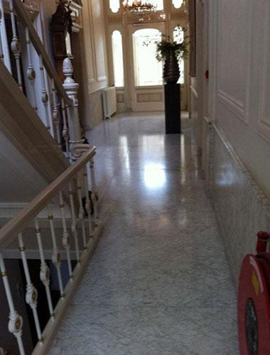 de-groot-specialistisch-schoonmaak-onderhoud-bank-de-mendez-marmer-natuursteen