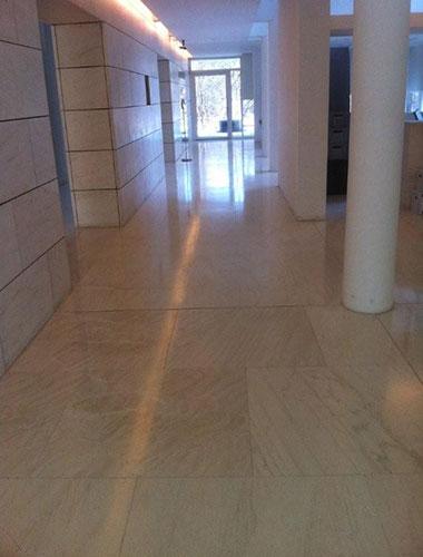 de-groot-specialistisch-schoonmaak-onderhoud-wit-bacara-marmer-natuursteen